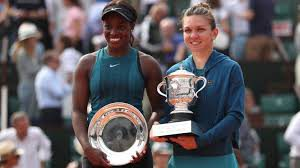 Simona Halep and Sloane Stephens at the trophy ceremony French Open 2018